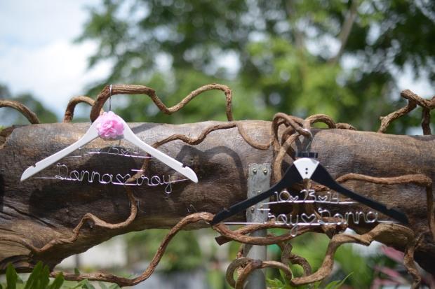 wed-hangers