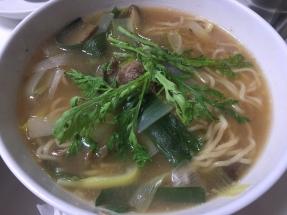 eats-noodles